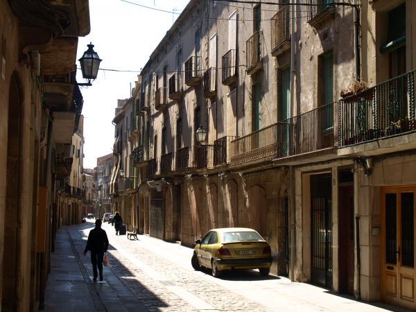 07.08.2012 '..tot es beneficia de la discreta corba que fa el carrer, que essent estret respira, però, una vida natural...'  Cervera -  Giliet de Florejacs
