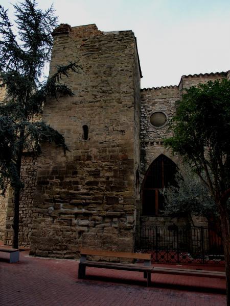 07.08.2012 'Aquí mateix hi ha l'església de Sant Antoni, que si conserva una petita part gòtica es presenta visiblement amb una façana barroca del 1787'.  Cervera -  Giliet de Florejacs