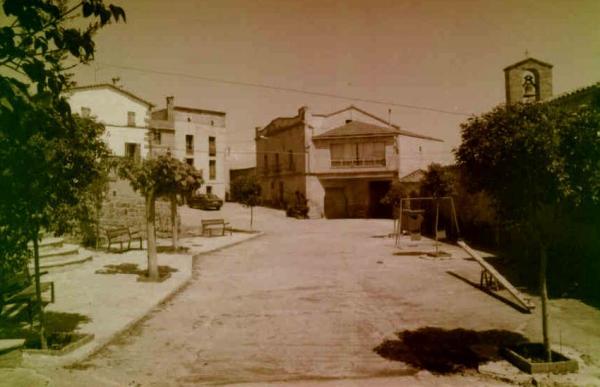 08.08.2012 Plaça de Selvanera, fa uns quants anys.  Selvanera -  Josep Maria Santesmasses Palou