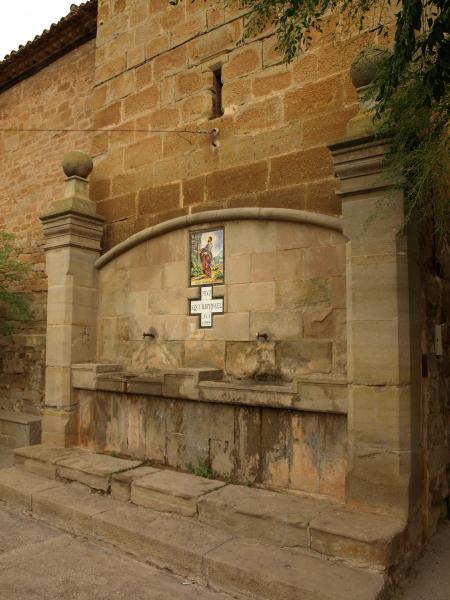 09.08.2012 '...torno a la plaça i m'assec al costat de la font de Sant Bartomeu'  Hostafrancs -  Giliet de Florejacs