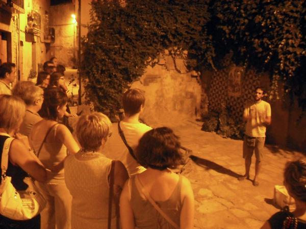 10.08.2012 Les visites nocturnes són guiades per David Castellana  Guissona -  Ajuntament de Guissona
