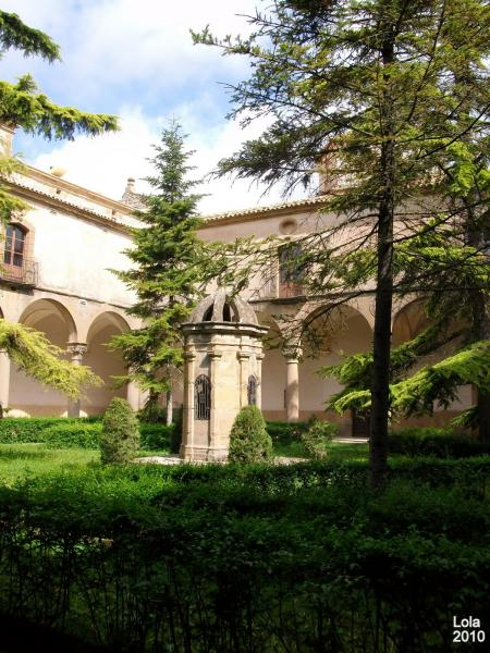 11.08.2012 Claustre del convent  Sant Ramon -  Lola Lucas