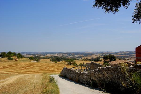 13.08.2012 '..Passem pel costat d'unes cases a peu de carretera. És Pavia.'  Pavia -  Angelina Llop
