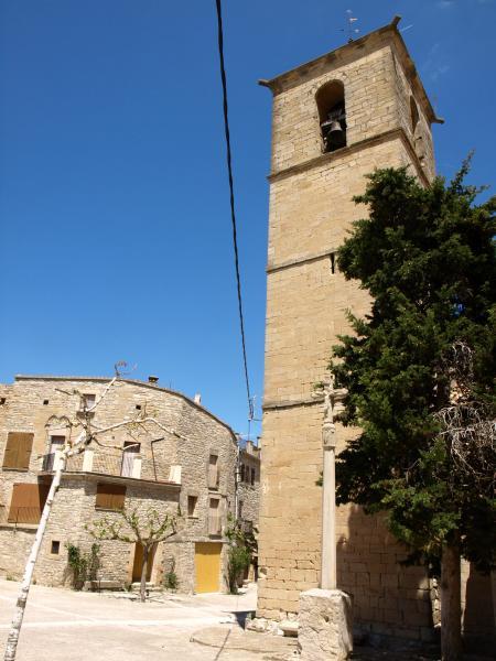 14.08.2012 'L'església és barrejada d'estils , i té per copatrona a Santa Bàsrbara, la qual cosa ens tranquil·litza  per si ens agafa la tempesta aquí'   Vallfogona de Riucorb -  Giliet de Florejacs