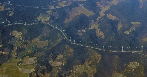 Vista aèria del parc eòlic de la serra del Tallat