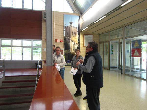 29.10.2012 CONEIXEM GUISSONA, organitzada des del Pla Educatiu d'Entorn, els alumnes de les aules d'acollida de secundària coneixen diferents espais municipals  Guissona -  Ajuntament de Guissona