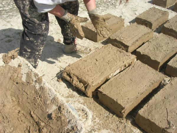 Construint toves amb fang - Verdú