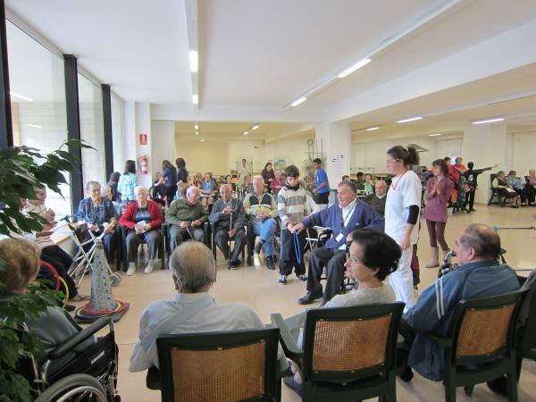 09.11.2012 trobada intergeneracional organitzada pel Pla Educatiu d'Entorn  Guissona -  Ajuntament de Guissona