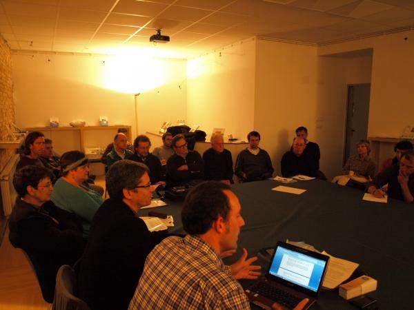 un instant de la reunió, a la seu de la Fundació Tekhnikós - Verdú