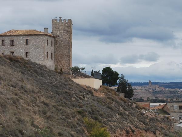 11.11.2012 Castell de la Curullada un dia de nuvols, al fons Cervera  La Curullada -  Ramon Prats Farré