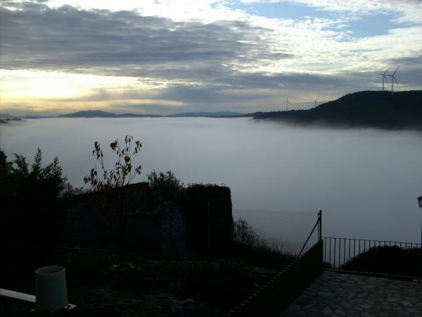 13.12.2012 La boira des de Segura tapant la vall  Segura -  Kiku Mistu