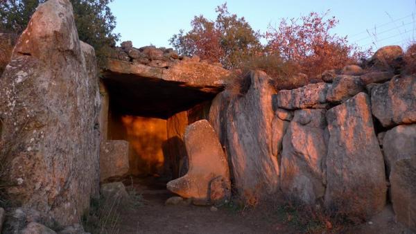 24.12.2012 El dolmen a la sortida del sol  Llanera -  Xavier Sunyer