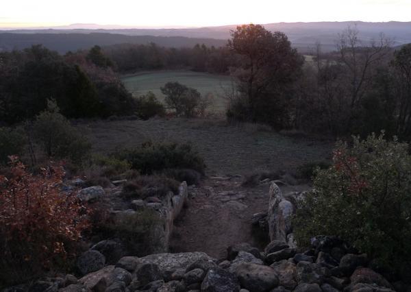 22.12.2012 El sol a punt de sortir davant el dolmen  Llanera -  Xavier Sunyer