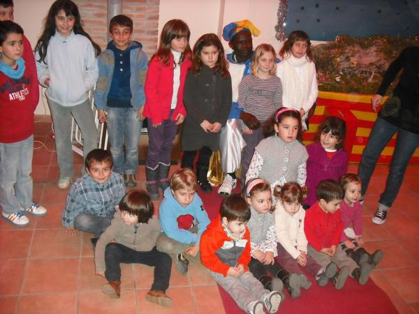 26.12.2012  El Patge Karim  recull les cartes dels infants   Torrefeta -  Ajuntament de Torrefeta