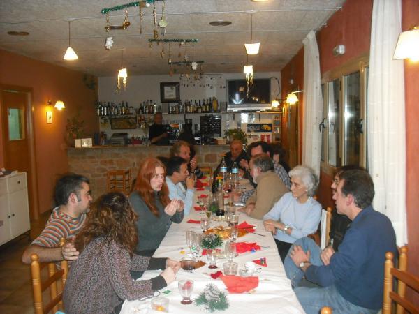 26.12.2012 una vintena de veïns es van reunir al restaurant La Redolta per fer la torronada i una cantada de nadales  Florejacs -  Ajuntament de Torrefeta