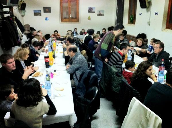 26.12.2012  seixanta veïns van trobar-se al local social per fer cagar el tió, sopar i acabar amb torronada  Palou -  Quim Diez
