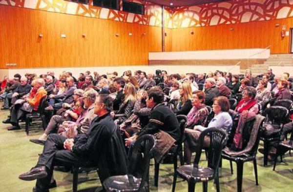 La presentació del llibre va aplegar un nombrós públic - Verdú