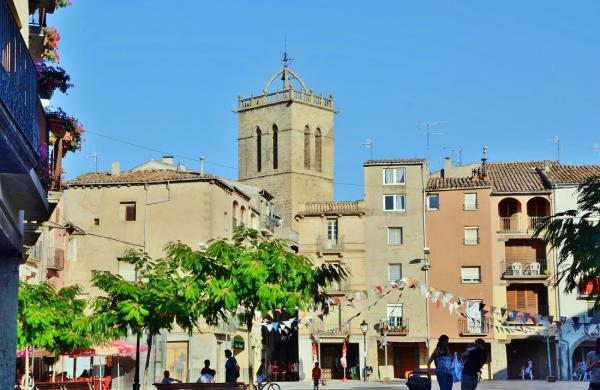 Vista de la plaça de les Eres amb el campanar - Santa Coloma de Queralt