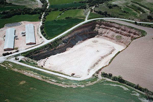 Vista aèria de la construcció de l'abocador