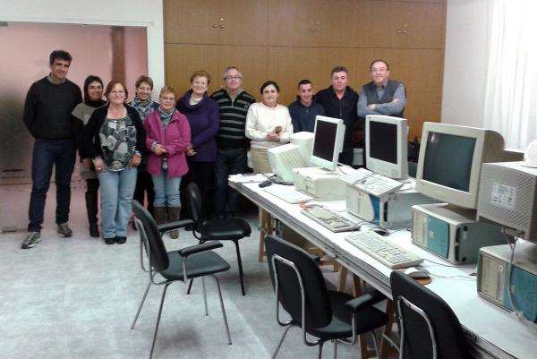 25.02.2013 Inici el curs d'informàtica a Torrefeta i Florejacs amb una desena de participants  Torrefeta i Florejacs -  Ajuntament TF