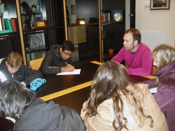 22.02.2013 L'Ajuntament es dóna a conèixer entre els alumnes de les aules d'acollida dels centres de secundària  Guissona -  Ajuntament de Guissona
