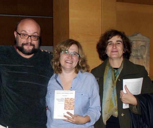 Natàlia Salazar amb el llibre -