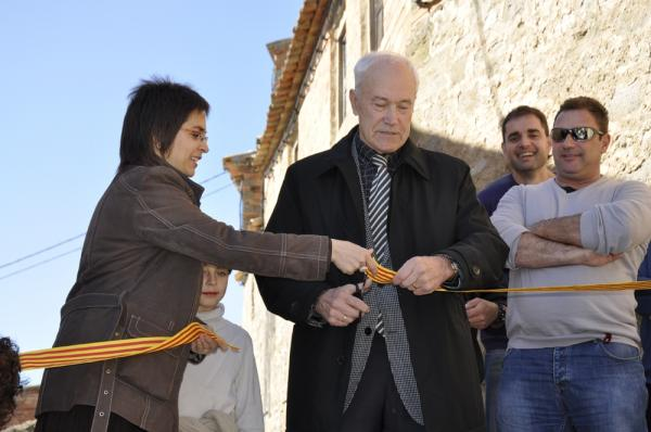 El president del Consell Comarcal de la Segarra, Adrià Marquilles, i  l'alcaldessa del municipi, Núria Magrans, inaugurant les obres - El Llor