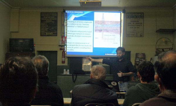 David Garcia en la seva intervenció al cafè d'Hostafrancs de Segarra