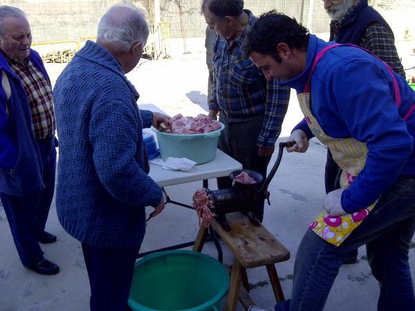 17.03.2013 1a Festa del Porc a la Vall d'Ondara, fent el mandongo  Ribera d'Ondara -  CC Segarra