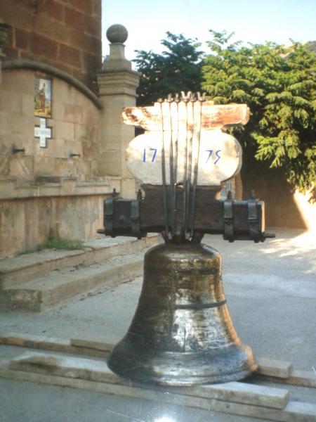 25.03.2013 La campana té una història al seu darrera.  Hostafrancs -  Anna Vilaró