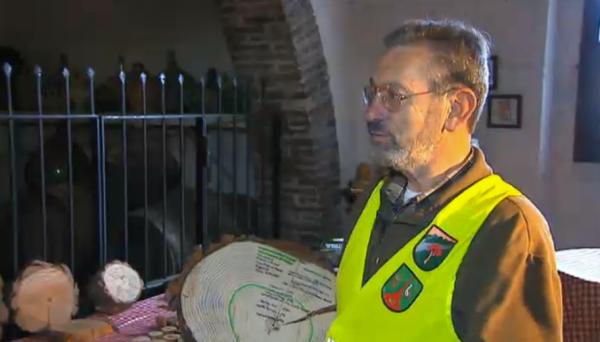 02.04.2013 Joan Teruel ha recollit prop de 200 mostres d'espècies arbòries  Argençola -  tv3