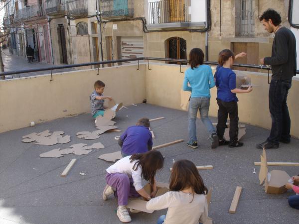 16.04.2013 Taller de dracs de sant Jordi  Guissona -  Ajuntament de Guissona