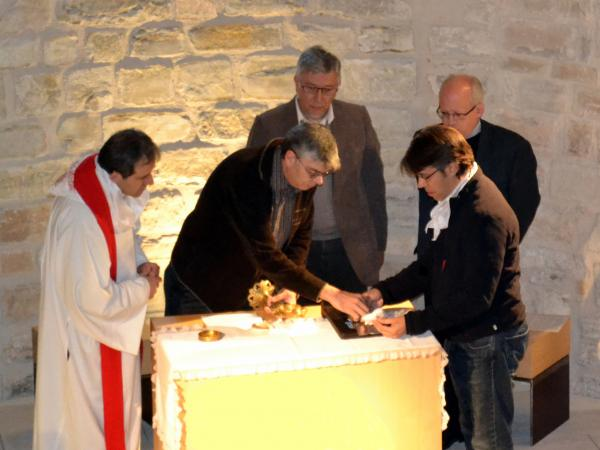 21.04.2013 El GRAN MOMENT del traspàs de la Relíquia de Sant Jordi d'Alta-riba.  Alta-riba -  Maribel Calafell