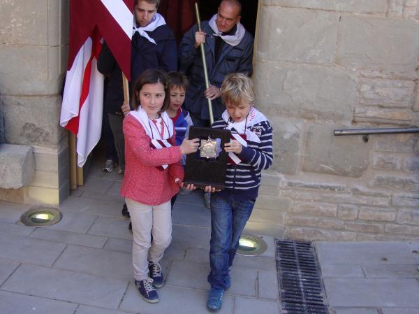21.04.2013 Moment en què la relíquia de Sant Jordi d'Alta-riba surt de l'església de Sant Pere per retornar definitivament a l'església de Sant Jordi d'Alta-riba  Alta-riba -  AACSMA
