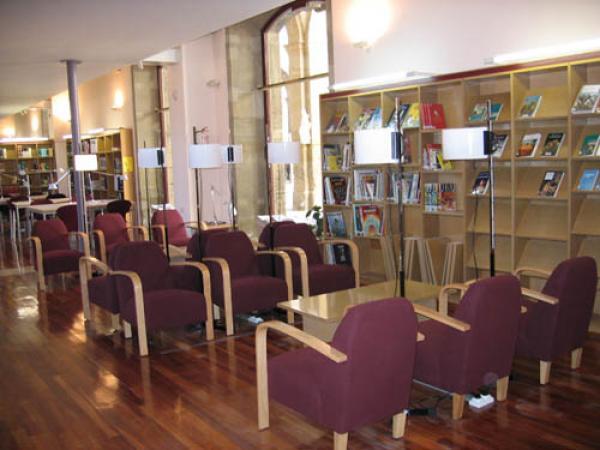 Biblioteca Comarcal Josep Finestres I Monsalvo