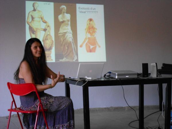 14.06.2013 xerrada sobre el mite de la bellesa femenina  a càrrec de Maria Garganté  Sedó -  Ajuntament TiF