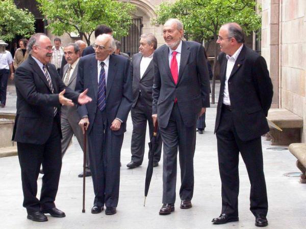 Josep Benet acompanyat de diversos polítics - Barcelona
