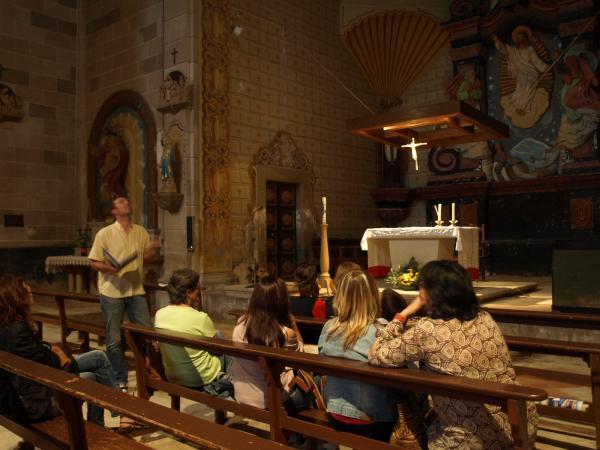 lectura dins l' església de Sant Salvador de tarroja - Tarroja de Segarra