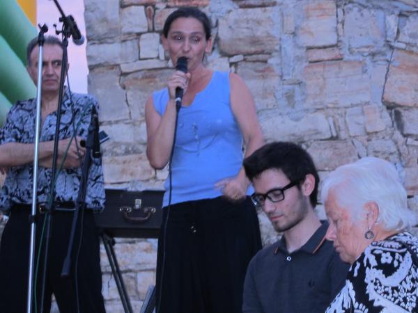 imatge d'Esther Llopis durant un acte de l'ANC l'estiu passat - Malgrat