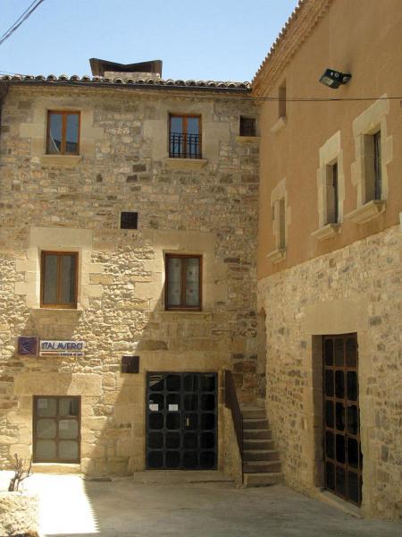 Cal Talaveró és de les poques cases construïdes al costat de la muralla de Verdú - Verdú