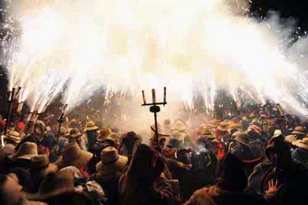 07.08.2013 El foc és l'element predominant de l'Aquelarre  Cervera -  aquelarre.cat