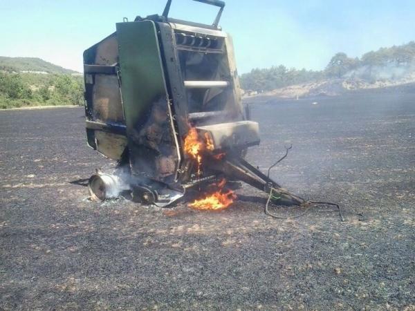 Una espurna d'una màquina recol·lectora de palla possible origen del foc