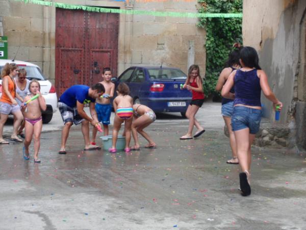 03.08.2013 Jugant amb l'aigua  Torrefeta -  Jenifer Sánchez