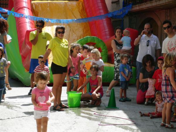 04.08.2013 L'inflable a la  plaça  Torrefeta -  Jenifer Sánchez