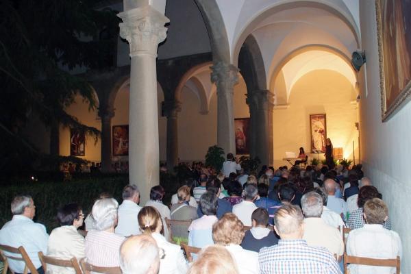 El concert Música a la fresca celebrat al claustre del Santuari va aplegar uns 200 assistents