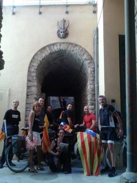 visita de la comitiva al carreró de les bruixes de Cervera - Cervera