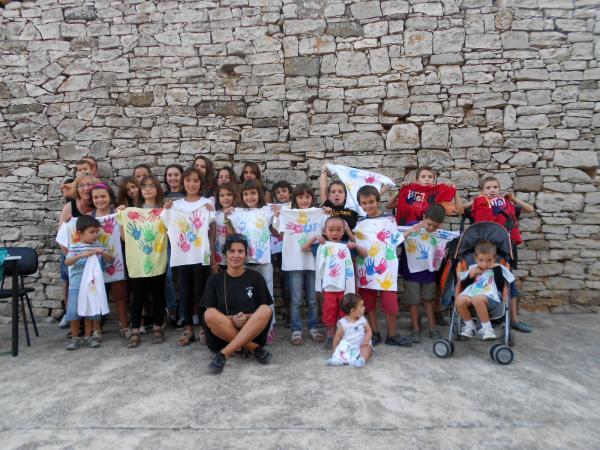 31.08.2013 edició del FEM MUNICIPI, taller de pintura sobre tèxtil pels infants  El Llor -  Ajuntament TiF