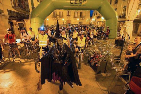 22.08.2013 La 2a Pedalada Nocturna al Tossal de les Bruixes sortint de Cervera  Cervera -  Josep Cots