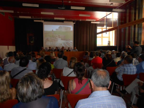més d'un centenar de persones varen acudir a l'acte de presentació a la Sala de Plens de l'Ajuntament de Guissona -
