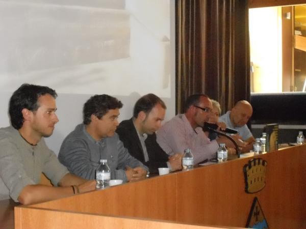 un instant de la presentació, amb la intervenció de Jaume Moya en nom de la Fundació Jordi Cases i Llebot -